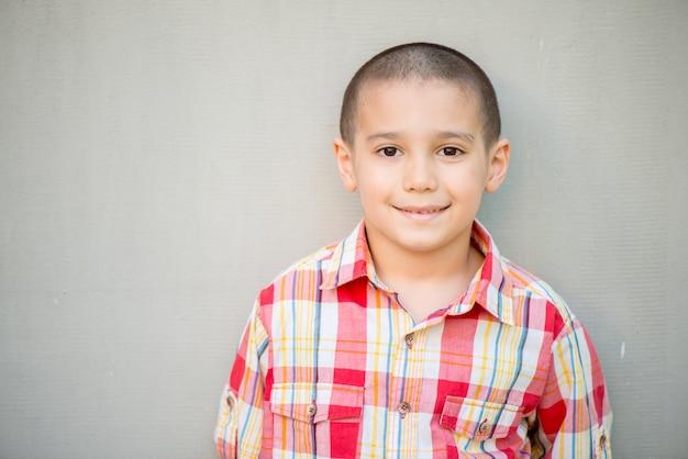 Portrait des vorbildlichen jungen Premium Fotos
