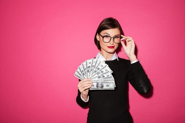Portrait einer überzeugten erfolgreichen geschäftsfrau Kostenlose Fotos