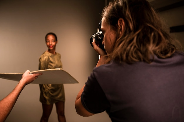 Portrait eines schönen modells Premium Fotos