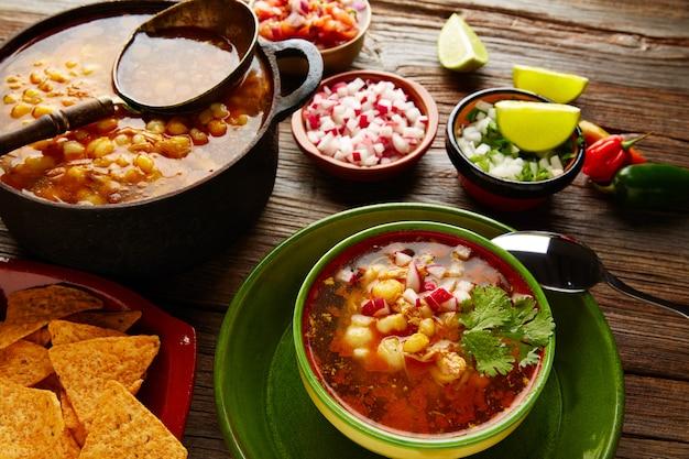 Pozole mit mais-eintopf aus mexiko Premium Fotos