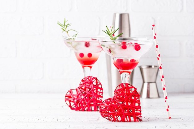 Preiselbeer-margarita-cocktail. valentinstag trinken Premium Fotos