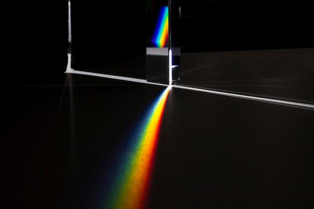 Prisma, das das lichtkonzept zerstreut Kostenlose Fotos