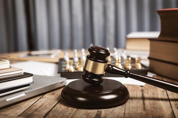 Privatbüro von rechtsanwalt, richtern und anderem Premium Fotos