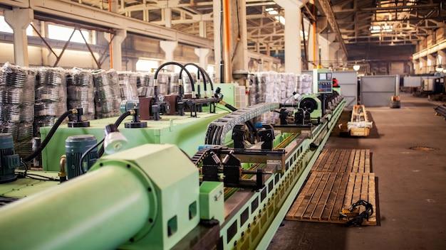 Produktionsmaschine für metallrohre Premium Fotos