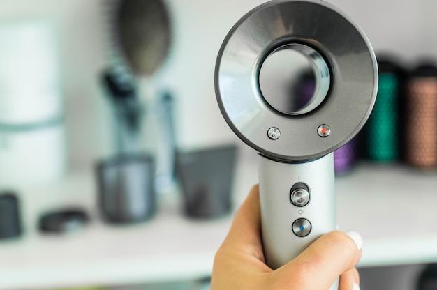 Professionelle friseurwerkzeuge isoliert auf weiß Premium Fotos