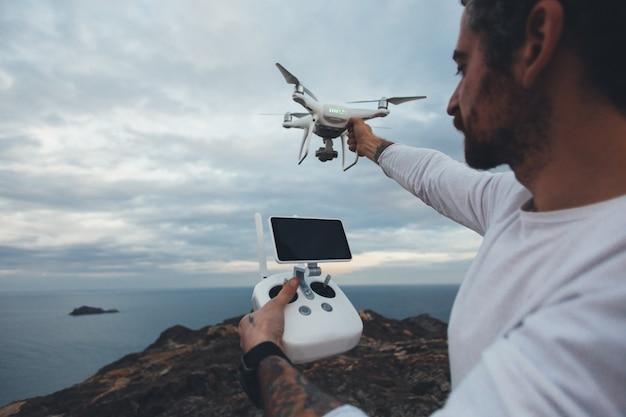 Professioneller drohnenpilot oder stockfotograf Kostenlose Fotos