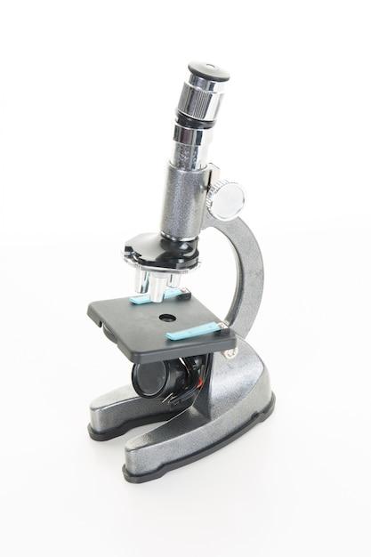 Professionelles labormikroskop auf weiß Premium Fotos