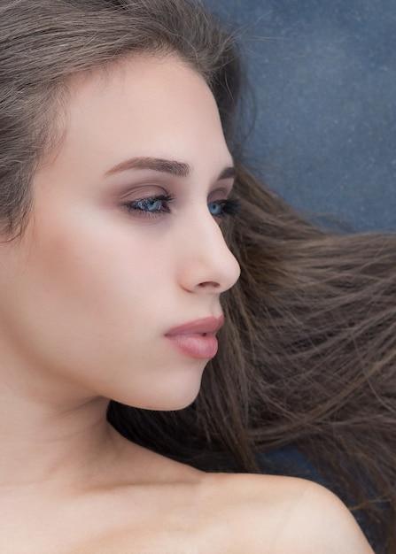 Profil einer schönen frau | Premium-Foto