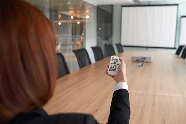 Projektor im besprechungsraum verwenden Kostenlose Fotos
