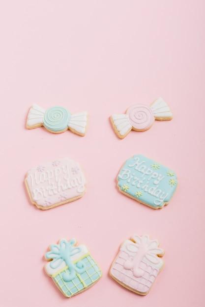 Puderzucker in schokolade; geschenkboxform auf rosa hintergrund Kostenlose Fotos