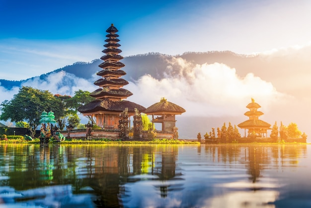 Pura ulun danu bratan tempel, bali, indonesien. Premium Fotos
