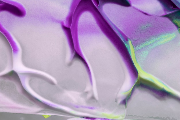 Purpurrote und gelbe farbe färbt über weißer strukturierter leinwand Kostenlose Fotos
