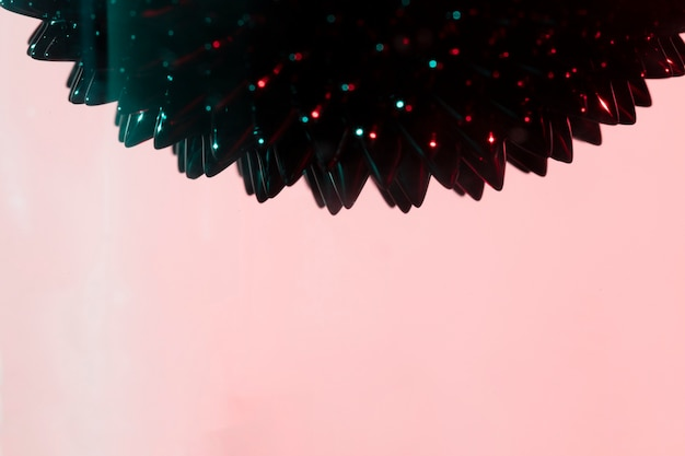 Purpurroter hintergrund und ferromagnetisches flüssiges metall mit kopienraum Kostenlose Fotos