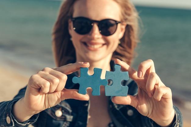 Puzzleteile verbinden Premium Fotos