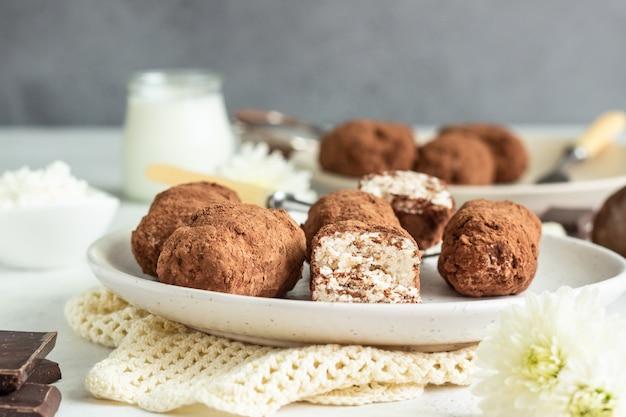 Quarkriegel mit kakaopulver Premium Fotos
