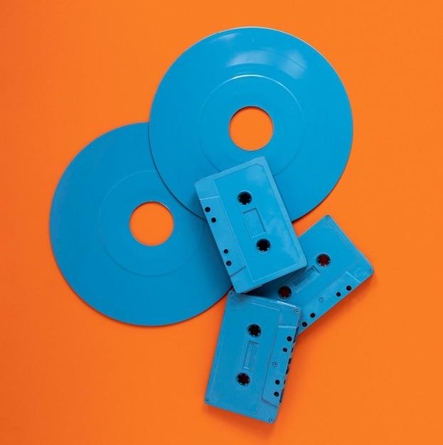 Radiokonzept mit alten kassetten und discs Kostenlose Fotos