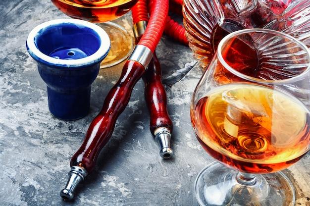 Räucherhuka mit cognac-geschmack Premium Fotos