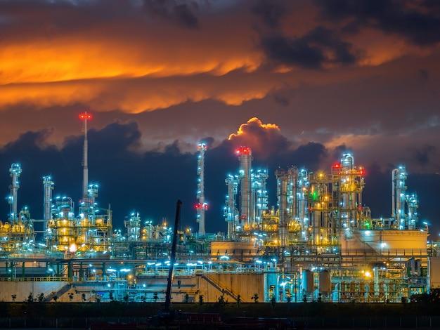 Raffinerie oli und gas industrieanlage Premium Fotos