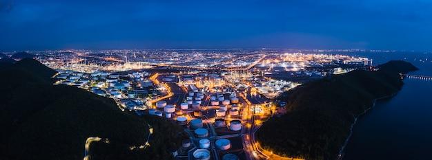 Raffinerie petrochemische industrie öl gas zone geschäft importiert und international exportiert Premium Fotos