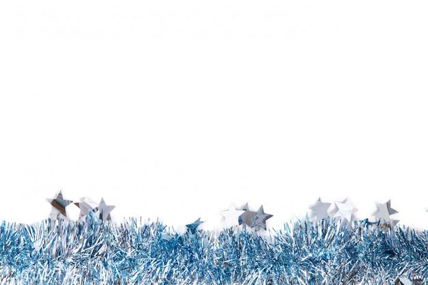 Rahmen des neuen jahres des blauen lametta auf weißem hintergrund Premium Fotos