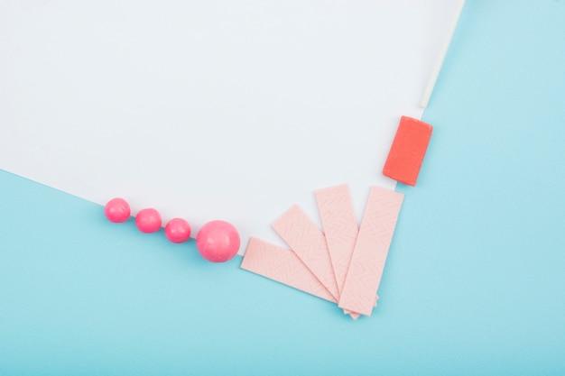 Rahmenecke mit gummi und süßigkeiten Kostenlose Fotos