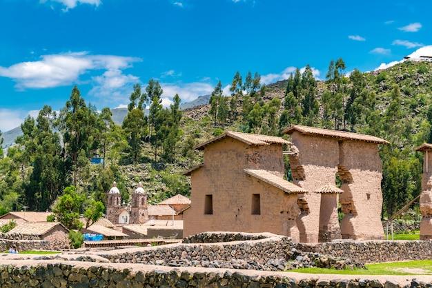 Raqchi, eine archäologische stätte der inkas in der region cusco in peru Premium Fotos