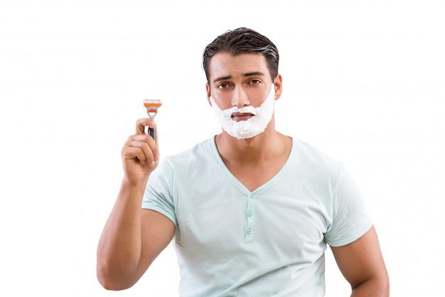 Rasieren des gutaussehenden mannes lokalisiert auf weiß Premium Fotos