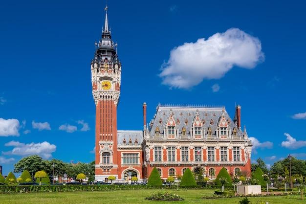 Rathaus von calais, ansicht des parlamentsgebäudes, normandie, frankreich Premium Fotos
