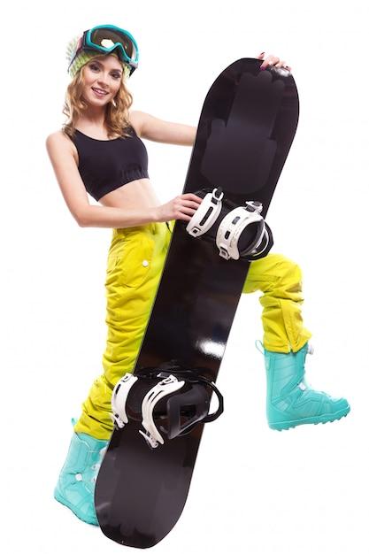 Recht blondes mädchen mit snowboard Premium Fotos