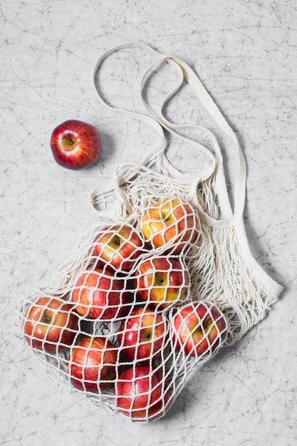 Recycelbarer beutel mit roten äpfeln Kostenlose Fotos