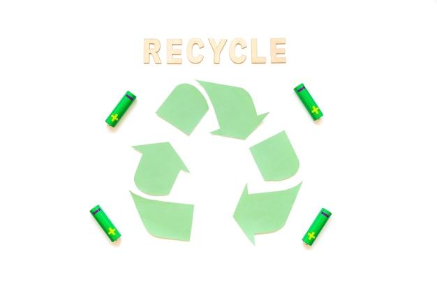Recycling-wort mit logo und batterien Kostenlose Fotos