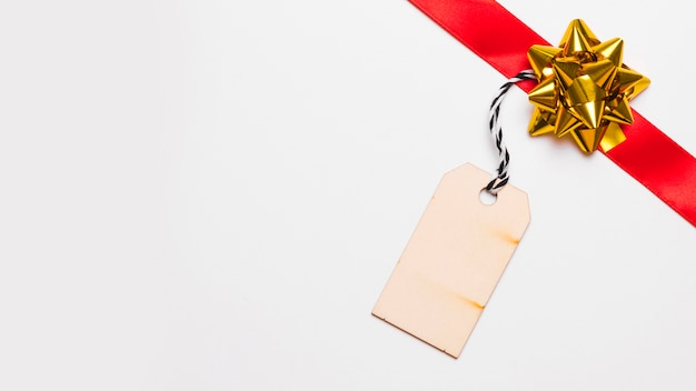 Red ribbon mit kleinem papier Kostenlose Fotos