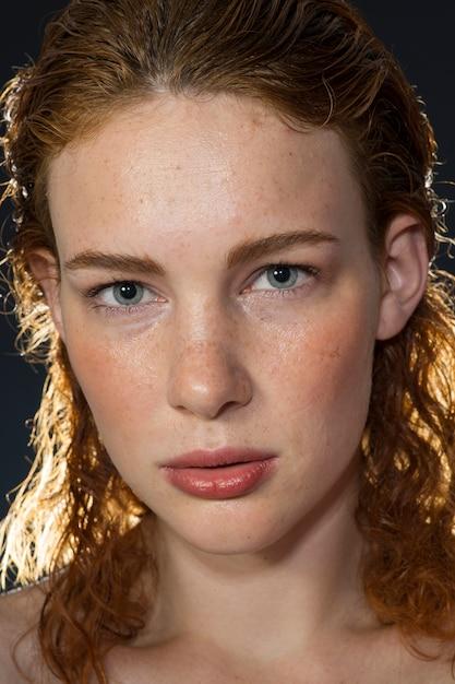 Redhead mädchen mit sommersprossen Kostenlose Fotos