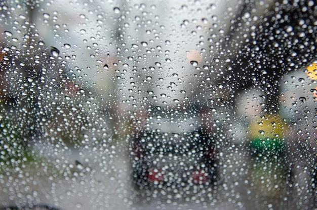 Regen verschwommen stau. Premium Fotos