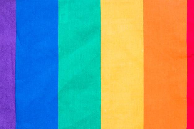 Regenbogenfahne auf papier Kostenlose Fotos