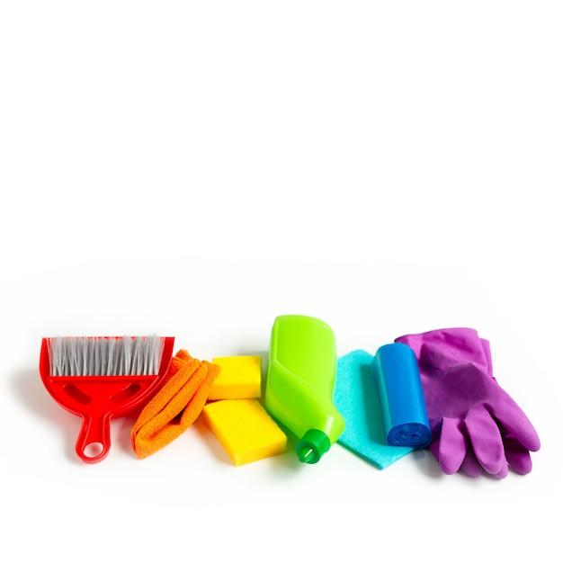 Regenbogensatz für hellen frühjahrsputz im haus. das konzept des frühlings. copyspace. Premium Fotos