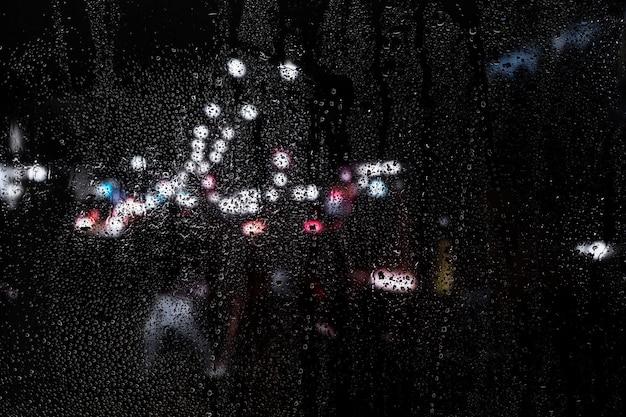 Regeneffekt auf stadtnachthintergrund Kostenlose Fotos