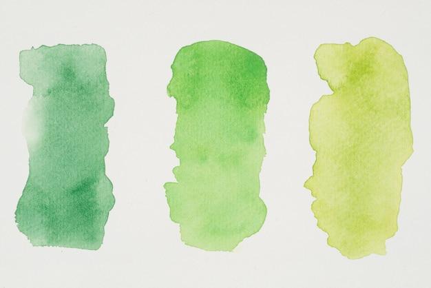Reihe von grünen und gelben lacken auf weißbuch Kostenlose Fotos