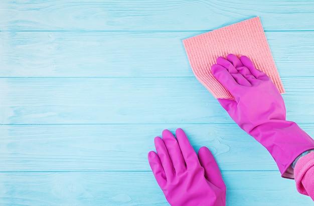 Reinigungsservicekonzept. reinigungsservice, kleine geschäftsidee, frühjahrsputzkonzept. flache lage, draufsicht. Premium Fotos