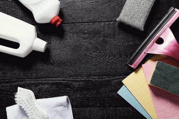 Reinigungswerkzeug auf dem holzboden Kostenlose Fotos