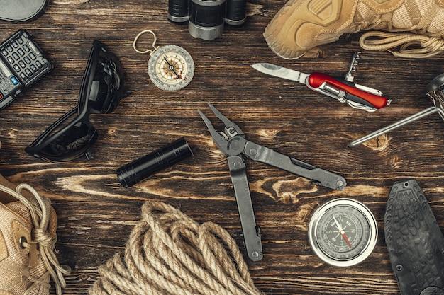 Reise, die ausrüstungswerkzeuge, ansicht von oben wandert Premium Fotos