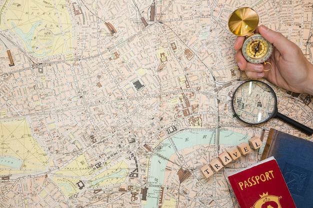 Reiseelemente in der kartenansicht Kostenlose Fotos