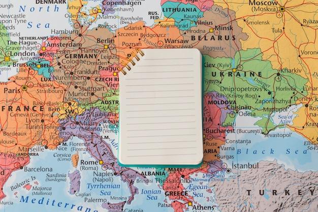 Reisekomposition mit notizblock Kostenlose Fotos