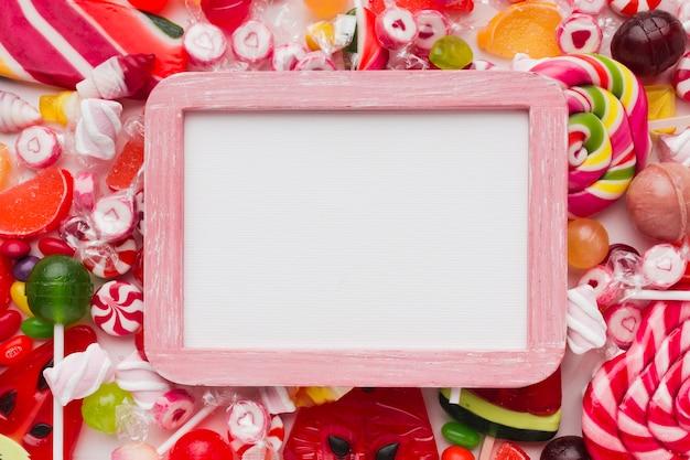 Reizender süßigkeitsrahmen mit kopienraum Kostenlose Fotos