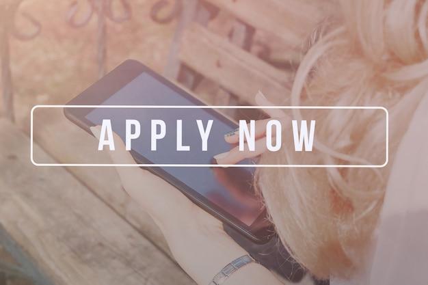 Rekrutierer-werbung für offene stellen, suche nach kandidaten, um nach geschäftschancen zu suchen. Premium Fotos