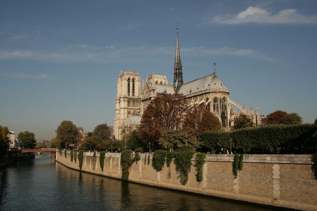 Religiöse gotische architektur platz europa notre Premium Fotos