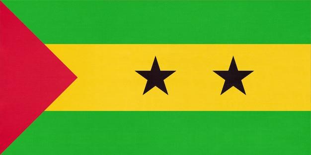 Republik san tome und principe nationale gewebeflagge, textilhintergrund. Premium Fotos