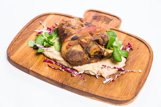 Restaurant gesunde lebensmittel lieferung, salat, zweites gericht oder erstes gericht auf weißer oberfläche Kostenlose Fotos