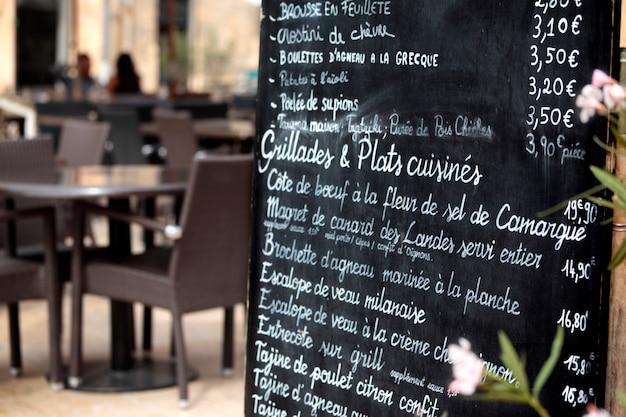 Restaurant in Paris mit Menü Kostenlose Fotos