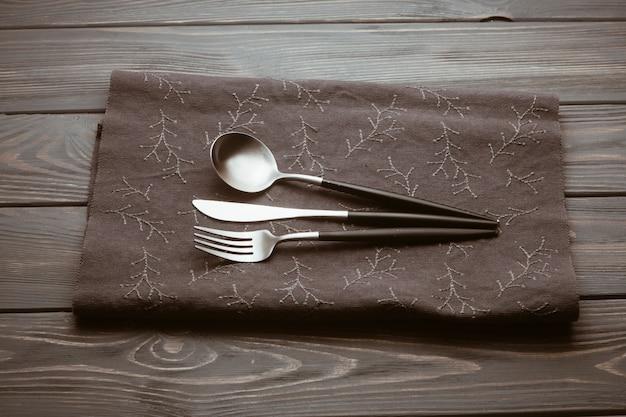 Restauranttisch mit besteck Kostenlose Fotos